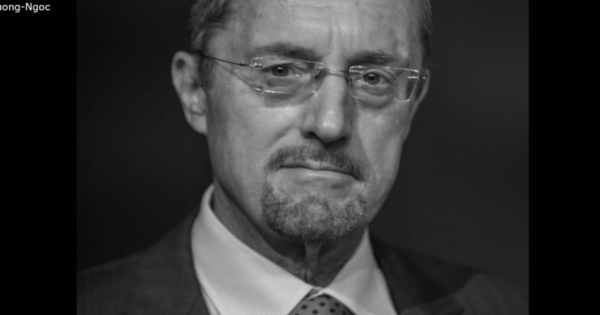 """L'homme qui se cache derrière """"Le Bureau des légendes"""" - La Revue de Presse de David Abiker - Radio Classique"""