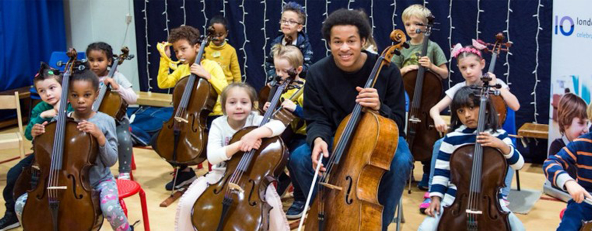 Sheku Kanneh-Mason, le violoncelliste qui a joué au mariage du Prince Harry, inspire les jeunes Britanniques